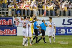 Vòng 10 V-League: HAGL thắng Hà Nội, Lee Nguyễn thẻ đỏ