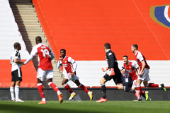Arsenal thoát hiểm phút bù giờ cuối cùng