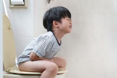 Bé 2 tuổi phải cắt một đoạn ruột do táo bón thường xuyên