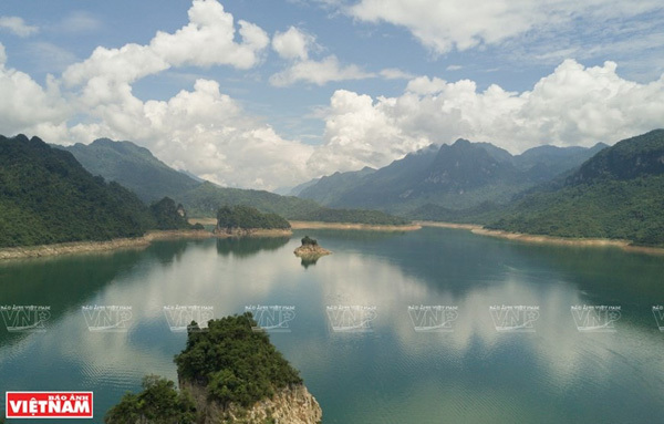 Lake Na Hang in northern mountainous province