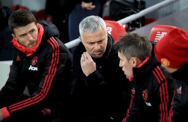 Mourinho nhận gần 100 triệu bảng tiền bồi thường sa thải