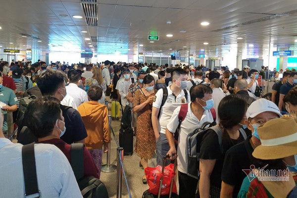 Bộ GTVT chỉ đạo khẩn giải tỏa ùn tắc sân bay Tân Sơn Nhất