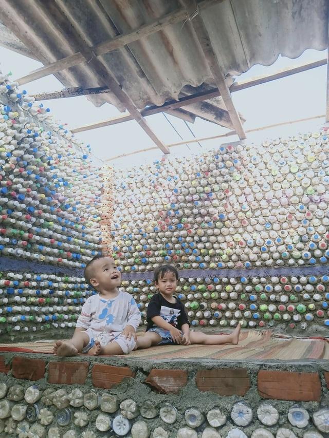 Chàng trai xây nhà từ 6 nghìn chai nhựa trên đảo Bé Lý Sơn