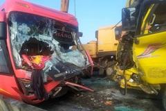 Xe khách đấu đầu xe tải trên cầu, một người tử vong