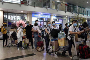 Tan Son Nhat Airport asks passengers to arrive early, complete forms online