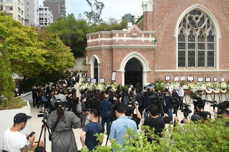 Nghệ sĩ Hong Kong tiễn đưa tài tử Liêu Khải Trí