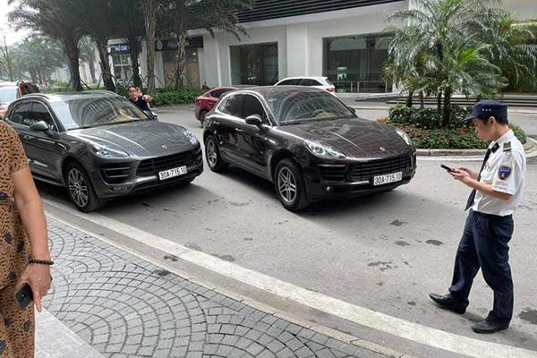Hai ô tô Porsche trùng biển số, xe màu ghi đậm là biển giả, đục số khung