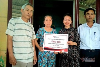 VietnamNet trao gần 60 triệu đồng cho hai hoàn cảnh ở Quảng Trị