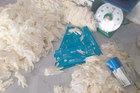 Hàng tấn găng tay cao su không nguồn gốc bị bắt giữ