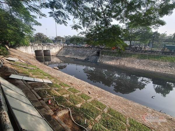 Ở Hà Nội ngày càng khó sống vì những dòng sông