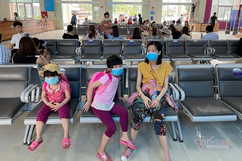 Miễn phí vé tham quan, nhiều gia đình chọn Hạ Long du lịch dịp nghỉ lễ