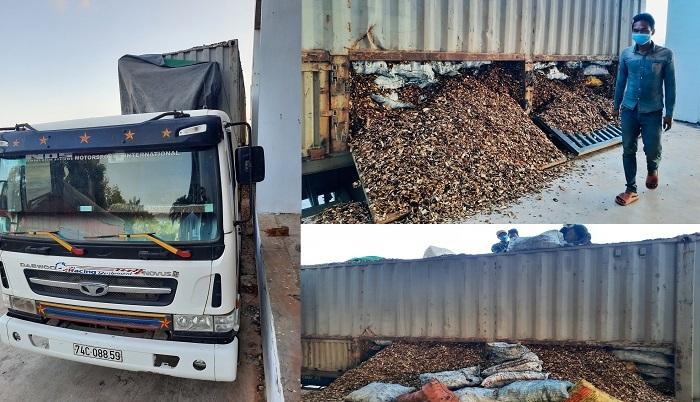 Hải quan Quảng Trị nói về vụ giấu 24 tấn than trong xe gỗ dăm xuất lậu