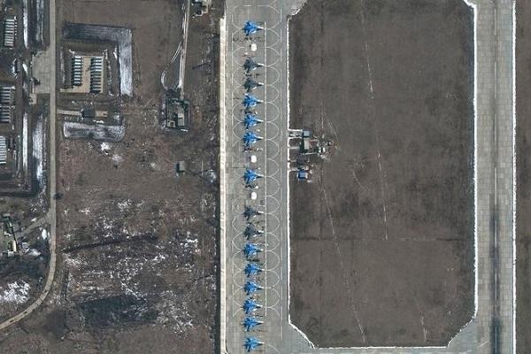 Hình ảnh binh sĩ Nga triển khai dọc biên giới với Ukraina