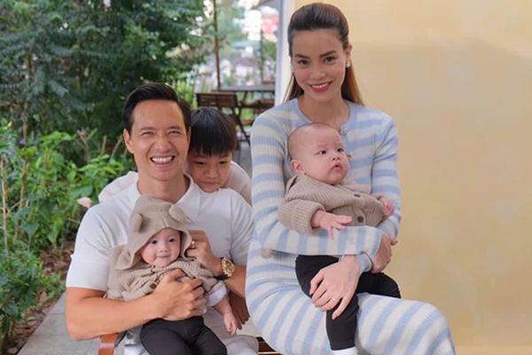 Hà Hồ - Kim Lý hạnh phúc bên ba con trong ngày nghỉ lễ