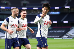 """Tottenham thắng nghẹt thở sau khi Mourinho """"bay ghế"""""""