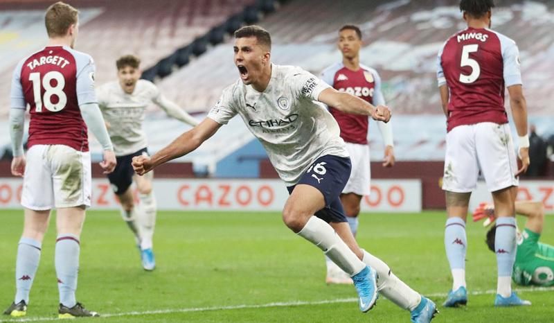 Thắng ngược Aston Villa, Man City 'cắt đuôi' MU