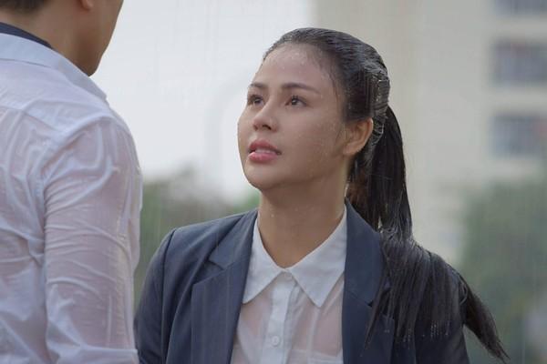 Việt Anh nói về cảnh hôn và dầm mưa với Lương Thu Trang