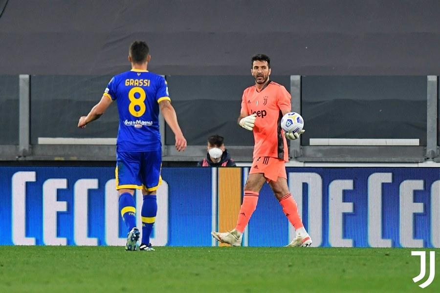 Ronaldo tái xuất, Juventus trở lại top 3