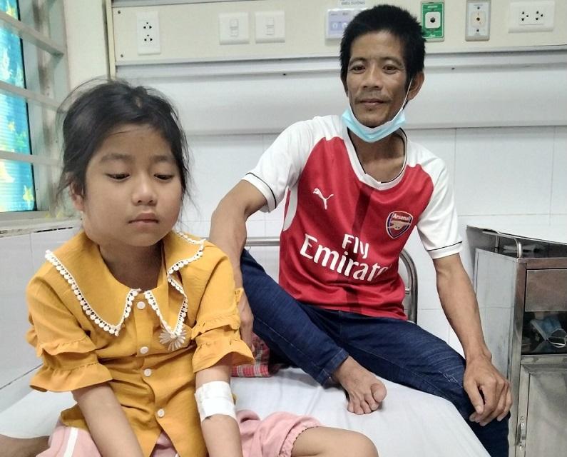 Bị ung thư mang tai, cháu bé 10 tuổi tuyệt vọng cầu cứu