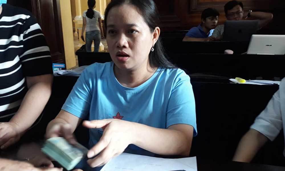 Nữ tiếp viên hàng không bất ngờ nhận một phần bồi thường ngay tại tòa