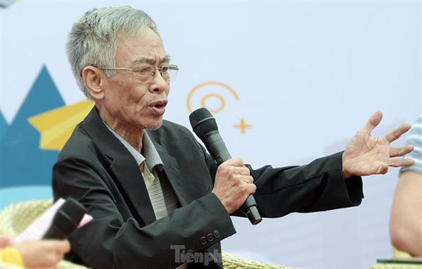 Poet Hoang Nhuan Cam