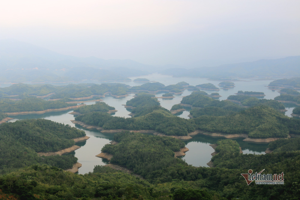 Hàng trăm hòn đảo nổi lên giữa 'vịnh Hạ Long' trên cao nguyên