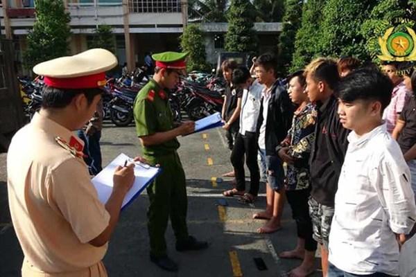Công an Tiền Giang khởi tố 11 đối tượng vụ đua xe trên Quốc lộ 1