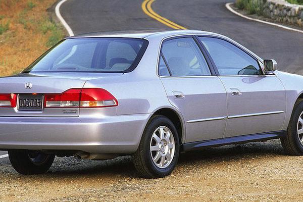 Túi khí nổ trên Honda Accord khiến tài xế mất mạng