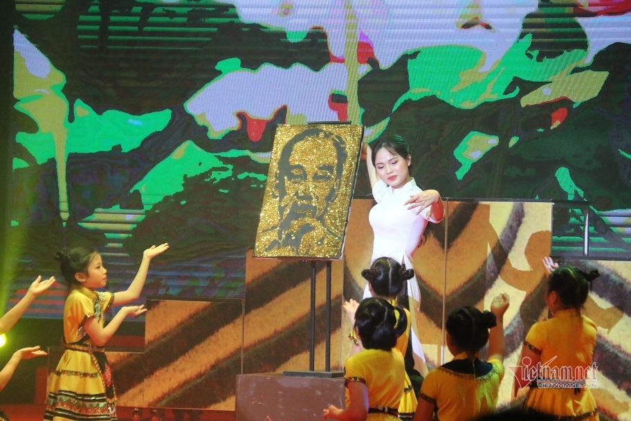 Hơn 1.000 cô giáo dự thi tài năng, duyên dáng