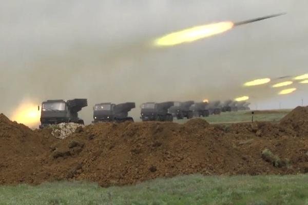 Hình ảnh binh sĩ Nga tập trận sát biên giới Ukraina