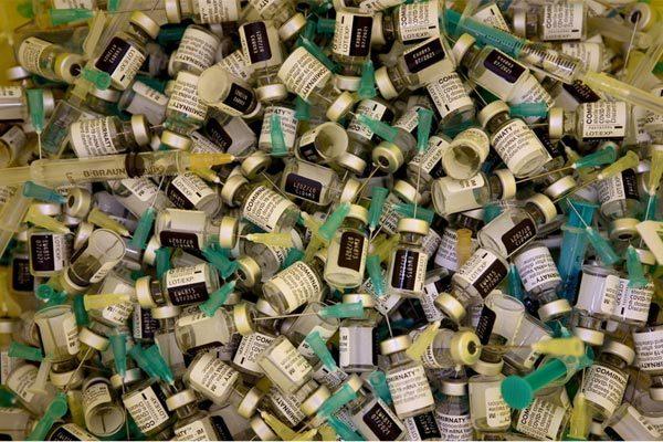 Mỹ náo loạn vì hàng chục tù nhân bị tiêm gấp 6 lần vắc-xin Covid-19