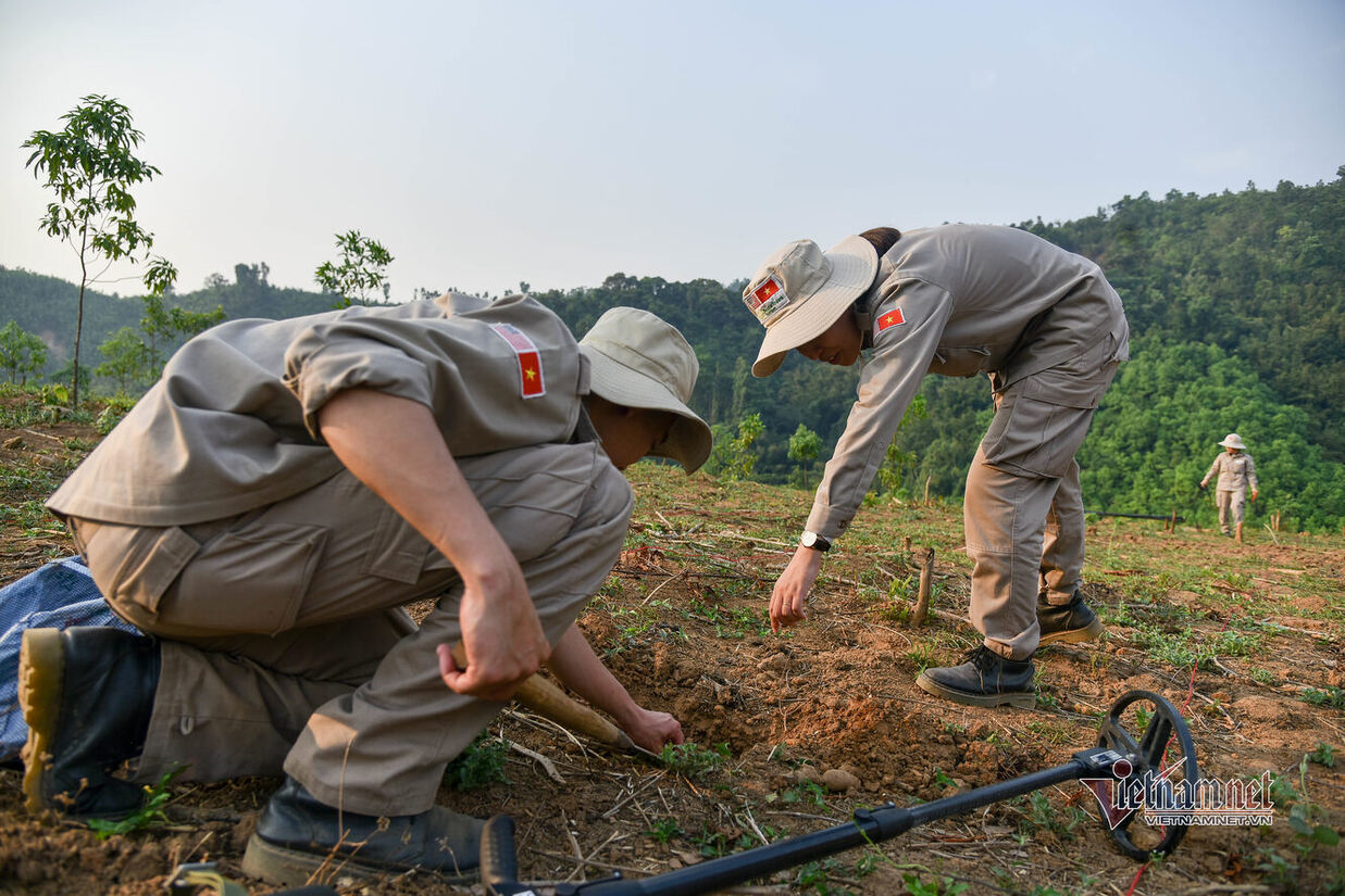 Workers 'hunt for death' in the 'land of fire' in Quang Tri