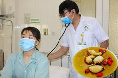 Cô gái Lào Cai bị phản vệ sau ăn 3 con đuông cọ