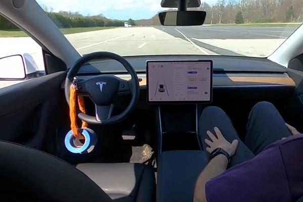 Chức năng tự lái của xe Tesla bị phát hiện có lỗ hổng chết người