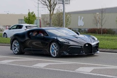 Siêu xe đắt nhất thế giới lần đầu xuất hiện trên đường phố