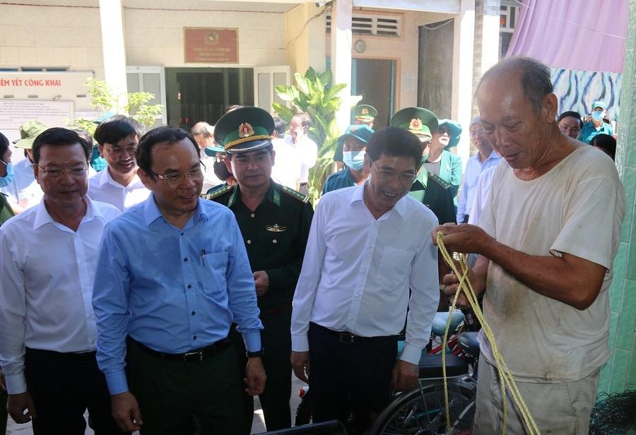 Bí thư Thành ủy Nguyễn Văn Nên thăm xã đảo duy nhất của TP.HCM