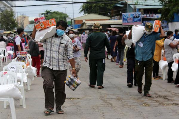 Cuộc sống trong Vùng Đỏ chống dịch ở thủ đô Campuchia