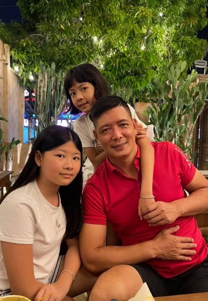 Chí Trung hạnh phúc bên bạn gái doanh nhân kém 17 tuổi