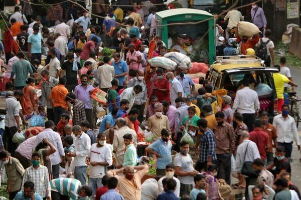 Điều gì đã khiến Covid-19 trở thành thảm họa ở Ấn Độ?