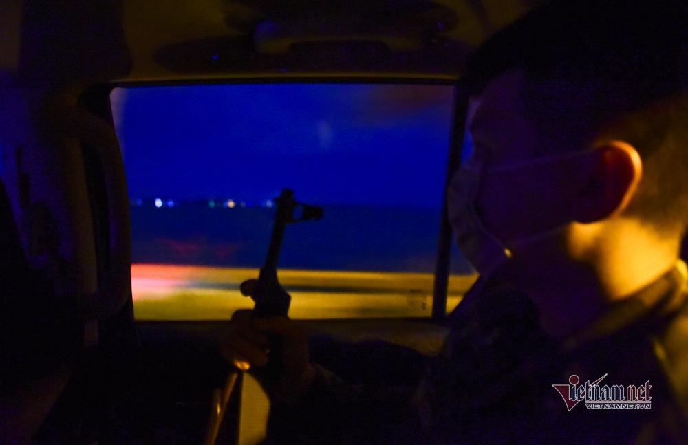 Lính biên phòng trắng đêm băng đồng, bám biển ngăn dịch Covid-19