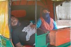 Ấn Độ cầu viện cựu nhân viên y tế, EU không đặt hàng AstraZeneca