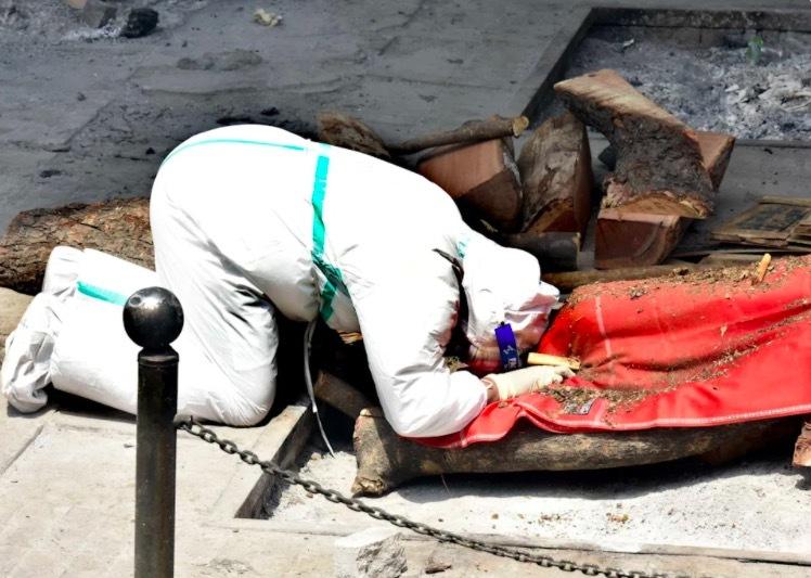 Những hình ảnh thảm khốc vì đại dịch Covid-19 ở Ấn Độ