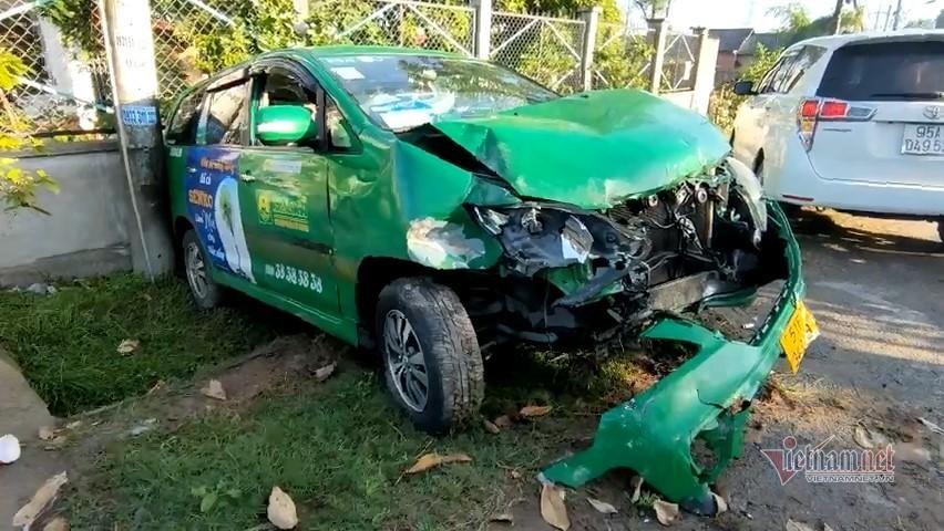 Truy đuổi đối tượng cướp taxi chạy 133km/h