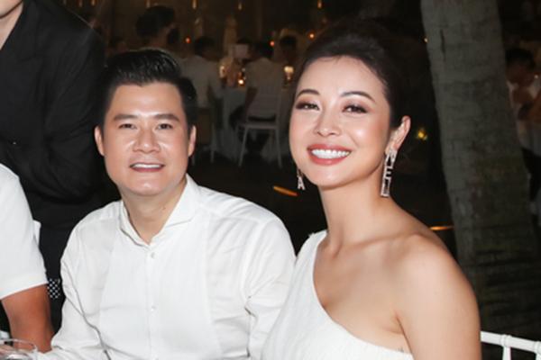 Jennifer Phạm - Quang Dũng vui vẻ sánh đôi sau 11 năm ly hôn