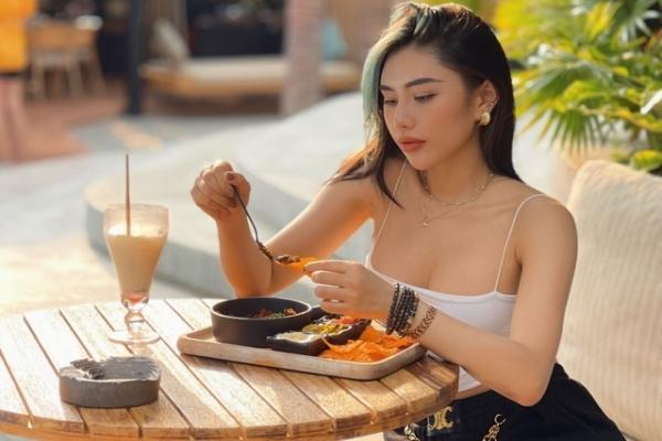 Nữ HLV thể dục gợi cảm chia sẻ bí quyết sở hữu thân hình đồng hồ cát