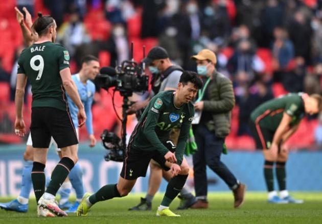 Son Heung Min khóc nức nở Tottenham thua Man City ở League Cup