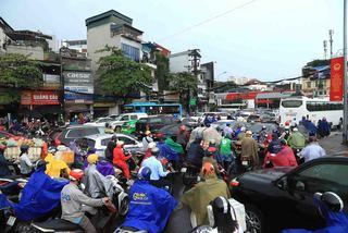 Hanoi's roads jammed with cars, motorbikes during heavy rain