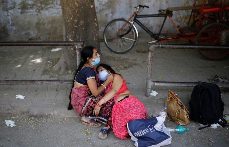 Virus 'nuốt chửng' người ở Ấn Độ, lò hỏa táng cháy rực ngày đêm