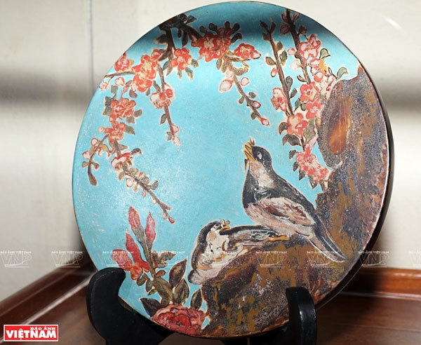 Reviving Hang Trong folk paintings from traditional materials