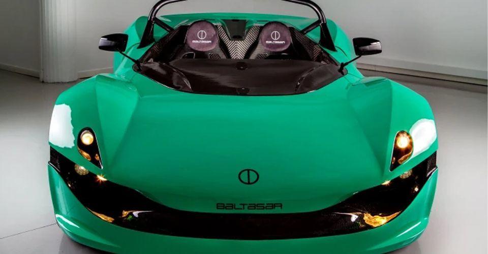 Ra mắt siêu xe mui trần chạy điện không kính chắn gió